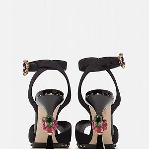 Dolce&Gabbana SS19 - model Bette