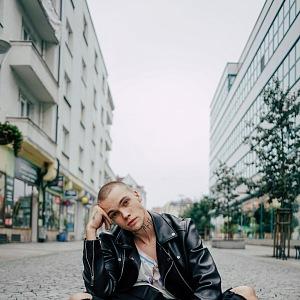 Talentovaný muzikant začínal zpíváním na ulici.