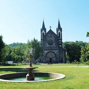 Kostel dominantou Karlínského náměstí