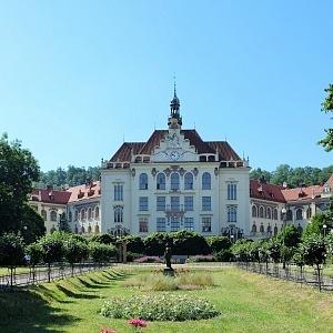 Luxusní budova secesní školy