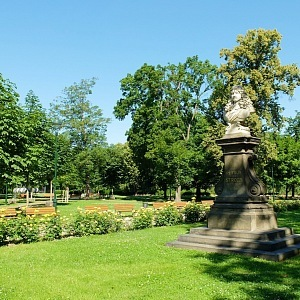 krásný park u Invalidovny