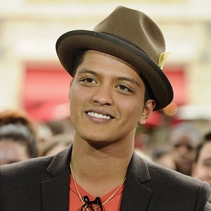 Bruno Mars knows hats are cool