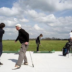 Golf patří k oblíbeným sportovým aktivitám studentů