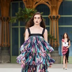 Virginie Viard představila modely svěžích barev