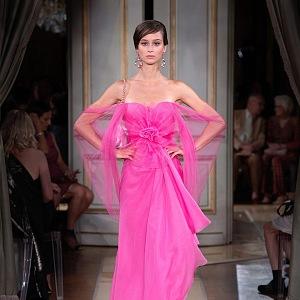 Kolekci tvoří výrazné odstíny růžové