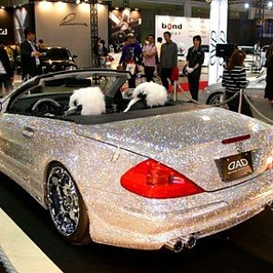 Mercedes-Benz SL600 posetý diamanty