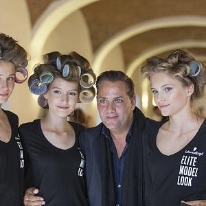 Saša Jány with models