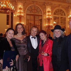 Nejraději paní Němcová tráví čas s rodinou a přáteli.