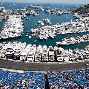 Grand Prix trasa, diváci a jachty