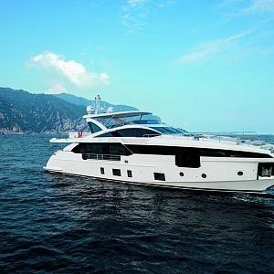 Avantgardní jachta Azimut Grande 32 Metri