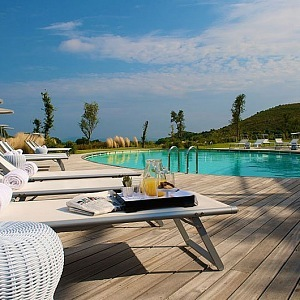 Luxusní spa u venkovního bazénu