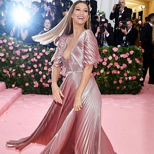Gisele Bündchen - dress Dior