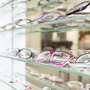 Kontaktní čočky nahraďte brýlemi