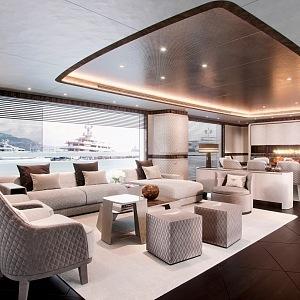 Nová miliardářská jachta Global 330 má luxusní interiér