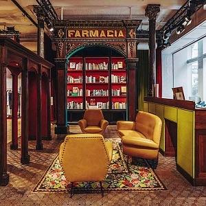 Interiér knihkupectví Gucci