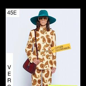 Žena v béžovém kostýmu Gucci Resort 2021