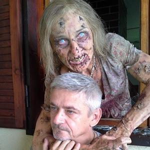 Dvorská jako zombice s Michalem Suchánkem.