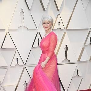 Helen Mirren, šaty Schiaparelli, šperky Harry Winston