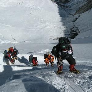 Cesta na Mount Everest je náročná.