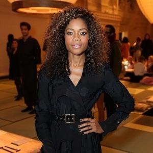 Celebrity nosí H&M - Naomie Harris