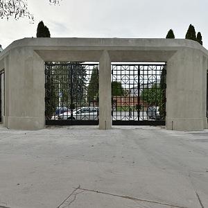Ďáblický hřbitov ve stylu kubismu, nový vstup
