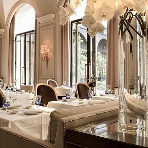 Luxusní interiér restaurace Le Clinq