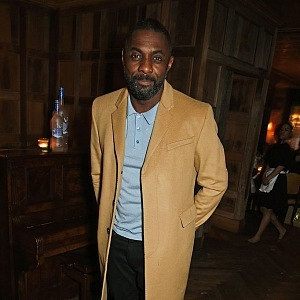 Idris Elba už nude odstín objevil