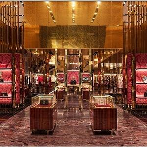 Interiér nového butiku v Dubaji.