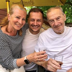 Vojtěch Bernatský s rodiči.