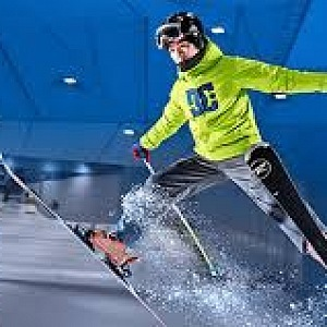 Skiiing in Ski Dubai