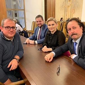 Poslankyně Taťána Malá s kolegy v práci