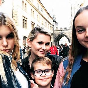 Taťána Malá se svými třemi dětmi