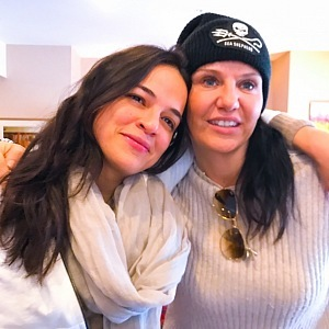 Díky lásce ke zvířatům se seznámila s hollywoodskou herečkou Michelle Rodriguez.