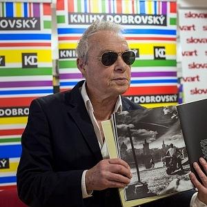 Jan Saudek se svou knihou