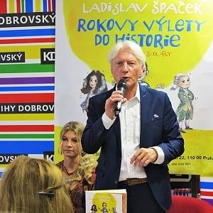 Ladislav Špaček na křtu své nové knihy
