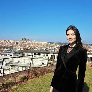 zakladatelka Aksana Lukanava na střeše DRNu