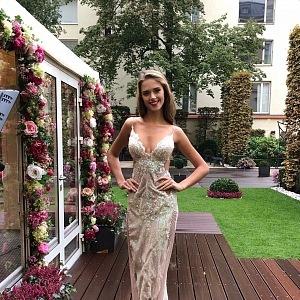 Kristýna Langová ve večerních šatech