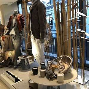 Brunello Cucinelli, butik v safari stylu