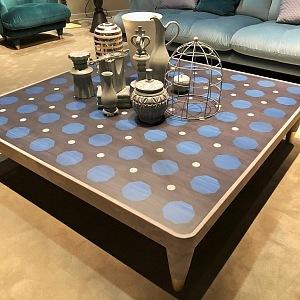 Hravý stůl s puntíky