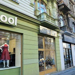 Designové obchody ve spodní části nedaleko Muzea