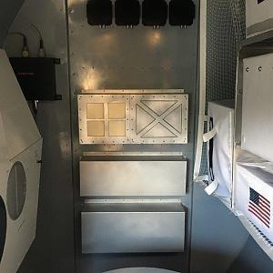 Uvnitř Apolla 11 je fakt málo místa.