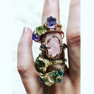 Herečka se věnuje i návrhům a výrobě šperků.