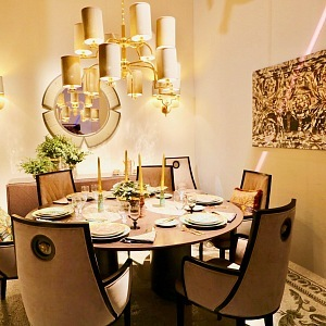 Luxusní jídelna Versace