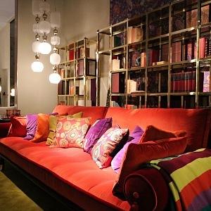 Luxusní knihovna Fonda a sofa Woodstock