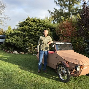 Je také vášnivým sběratelem historických vozů a motorek.