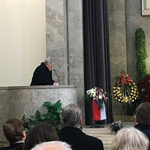 Jan Kačer měl závěrečnou tklivou řeč u rakve.