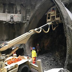 Pracovníci hloubí budoucí tunel metra D.