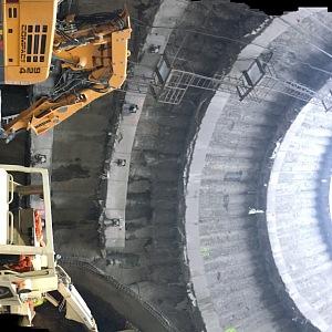 Panoramatický pohled ze dna jámy.