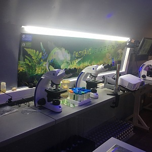 Biologické centrum přivezlo do Letňan vlastní techniku.