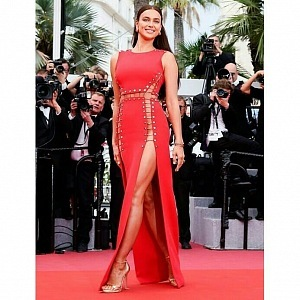 Irina Shyak, šaty Versace